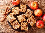 Рецепта Лесен пандишпанов (дунапренен) кекс с ябълки, орехи, стафиди и канела (с бакпулвер, без мляко)